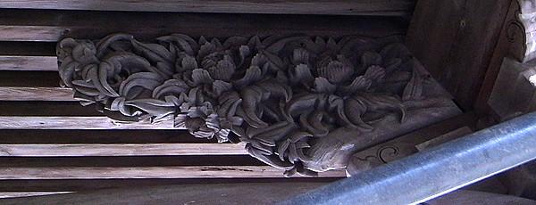 お寺の木彫