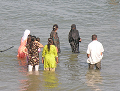 Fully clothed bathing - DSCN3901 e (Eric.Parker) Tags: lake water mom muslim hijab bathe niqab burqa 2007 pickering maryparker marygibson