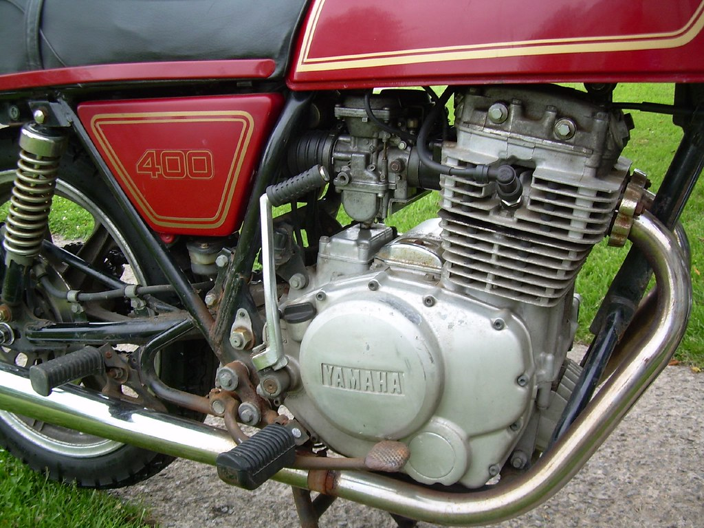 1977 Yamaha XS400 Engine and Carb