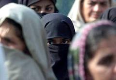 [3158] Rawalpindi rally against US attacks on Afghanistan 2.jpg (shakescenery) Tags: women veil hijab niqab veiledbeautyyahoogroupattachments