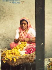 udaipur 3 (hanna.bi) Tags: pink flowers portrait woman india yellow sari udaipur rajahstan garlands hannabi
