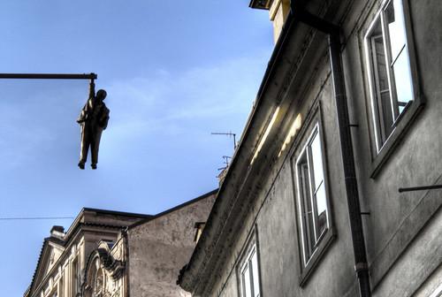 Hanging man. Prague. Hombre colgante