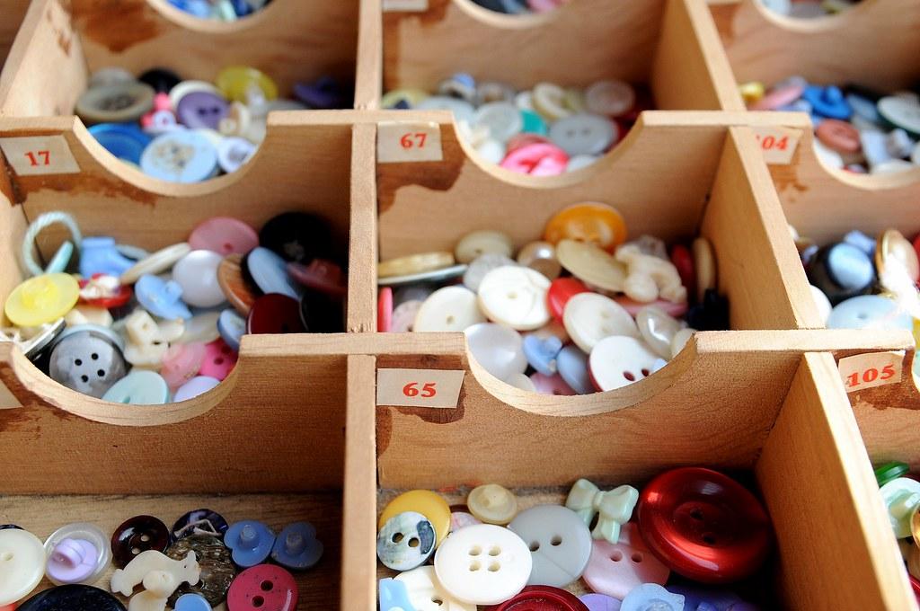 caixa antiga de botões