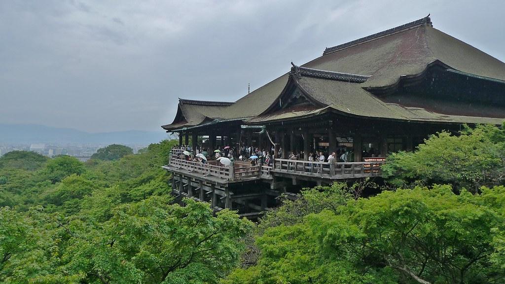 Kiyomizu-dera Hillside