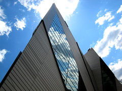 Crystal in the sky!! (swisscan) Tags: toronto art museum architecture libeskind rom peopleschoice themoulinrouge blueribbonwinner firstquality 25faves abigfave vision1000 superaplus aplusphoto visiongroup holidaysvacanzeurlaub superbmasterpiece favemegroup6 diamondclassphotographer flickrdiamond superhearts theunforgettablepictures thegardenofzen thegoldendreams world100f magicdonkeysbest vision100