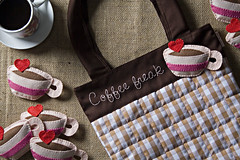 Bolsa Coffee Freak (Rocked My Soul) Tags: coffee caf brasil pin broche handmade pregadeira craft felt fabric freak feltro bolsa botton tecido