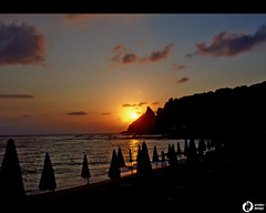 Ciao Sole (giefferre) Tags: sunset sea sky italy beach europa europe italia tramonto nuvole kodak cielo cx7330 sole ombrelloni calabria spiaggia 2007 tropea gdlabs wwwgdlabsit gdlabsit