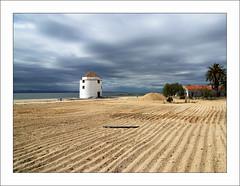 Praia dos Moinhos (Christian Lagat) Tags: cloud praia beach portugal windmill moulin sand areia sable palm tage nuage grdigital tejo tajo plage tagus palmier alcochete moinho flickrexplore ricohgrd ilustrarportugal sérieouro 100commentgroup