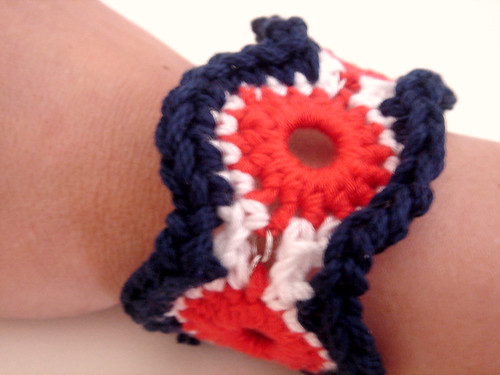 crochet accessories: crochet bracelet pattern