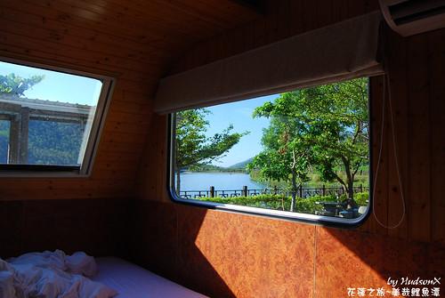窗外的湖景很棒