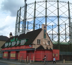 The Cricketers, Kennington Oval (captainzep) Tags: london derelict guesswherelondon se11 gasometer claytonstreet gwl deadpubs thecricketers kenningtonoval guessedbyanyhoo abandonedpub