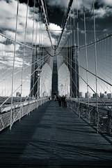 Brooklyn Bridge (Sam Rohn - 360 Photography) Tags: nyc newyorkcity blackandwhite bw usa newyork blancoynegro architecture brooklyn for interesting nikon noiretblanc manhattan most brooklynbridge d200 nikkor biancoenero czarny samy ludzie liny ula locationscouting locationscout jork nowy biay 18200mmf3556gvr samrohn