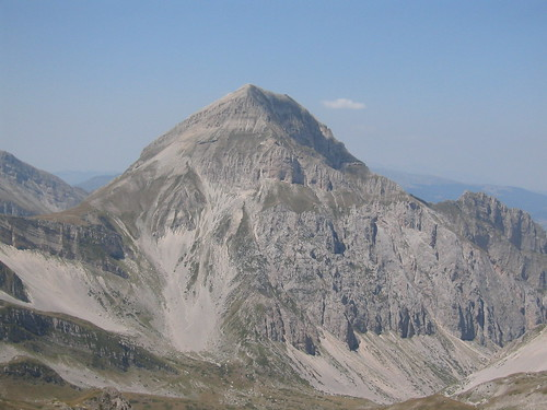 Another peak in Gran Sasso d'Italia, yep more limestone