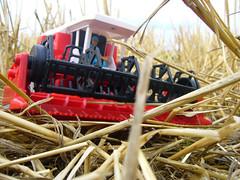 kombajn (biterek) Tags: field toys country zabawki zboe zabawka kombajn niwa