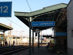 Milano Lambrate (Eurostar92) Tags: railroad station time milano railway cartello orologio stazione lambrate stato trenitalia binari dello ferrovie sottopassaggio rfi traversine infrastruttura