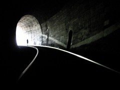 Dark tunnel - Please stay here