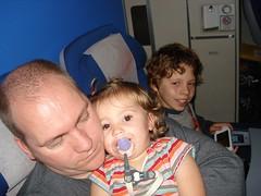 Noor vliegt (knoorvanwijngaarden) Tags: noor vakantie2007