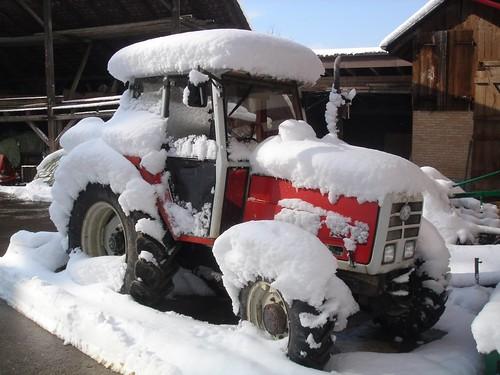 Traktor im Schnee