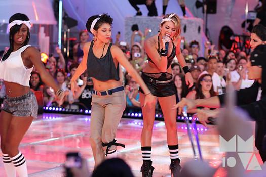 Miley-Cyrus-MMVA-4
