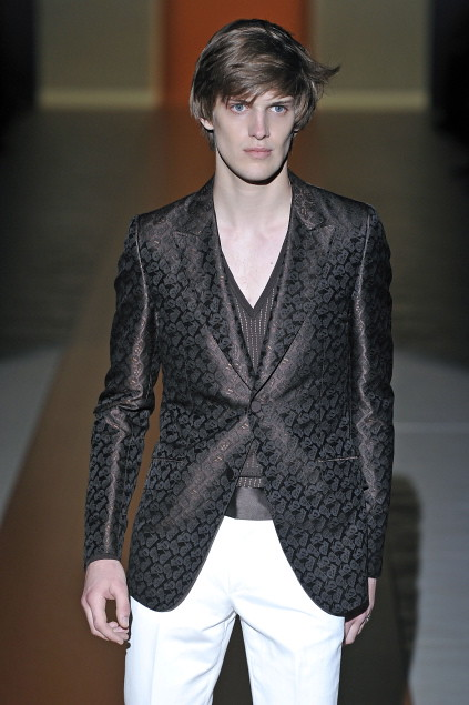 Axel Gillot3019_SS11_Milan_Gucci(first VIEW)