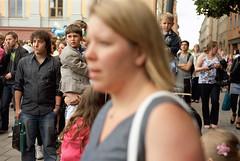Spectators (hans.soderstrom) Tags: street people colour film 50mm stockholm summicron porta spectators 160vc 1015 norrmalm iso160 leicam3 101522 leicasummicron50mmf20rigid leicamsystem