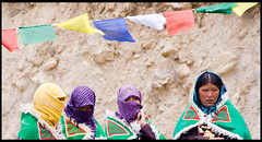 Mother (ashwine) Tags: india kids children pin colours mother scarves himachal spiti a300 sonyalpha kungri sal18250