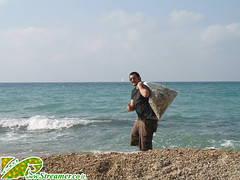 IMG_7370 (Streamer -  ) Tags: ocean sea people green beach nature ecology up israel movement garbage group cleanup clean bags friday  nonprofit streamer initiative enviornment    ashkelon        ashqelon   volonteers
