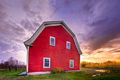 Barn (Kay Gaensler) Tags: trip morning autumn sunset vacation panorama usa white mountain fall barn america canon geotagged eos us day cloudy united herbst kay newhampshire roadtrip states amerika hdr 2010 whitefield staaten photomatix vereinigtestaaten vereinigte 40d mountainviewgrandresortspa gnsler gaensler wwwenslerde geo:lat=4440036667 geo:lon=7158758500
