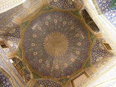 زیر گنبد مسجد شاه