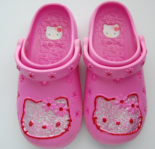 Hello Kitty Shoes by artsmith_satx.
