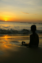 climax (maybemaq) Tags: ocean sunset sea bali orange reflection beach water girl silhouette indonesia kid sitting wave gradation drama breathtaking climax aquasium