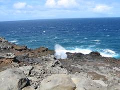 The Nakalele blowhole & people ((monica)) Tags: pacificocean nakaleleblowhole nakalelepoint mauihawaii honokohau westmauicoast westmauivolcano