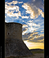 Light  in the sky... (Artigazo ) Tags: madrid espaa canon spain ruins espanha mess d ruina castelo sunrays schloss espagne castello chteau castillo spanien spagna baguna chinchon rayosdesol comunidaddemadrid slott dsordre eos450d lightinthesky baraona 241054lis castillodeloscondes mesthoop castillodechinchon luzenelcielo bestcapturesaoi elitegalleryaoi artigazo sclachtfeld explosinderayos