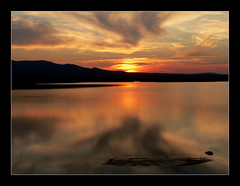 Crpuscule lacustre / Sunset on the lake (platane31) Tags: sunset sky sun reflection water clouds lumix fz20 soleil eau panasonic reflet ciel frame nuages crpuscule aude cadre tang leucate lafranqui abigfave superaplus aplusphoto bestofr leplatane sunsets20070609