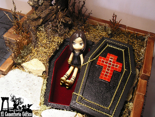 The Gothic Cemetery: Making Off 82 / Sheryl Designs