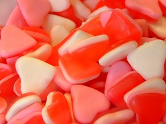 just hearts (xmyrxn) Tags: red white rot love rose gum hearts candy heart sweet rosa tasty sugar sweets weis herz haribo liebe sucre zucker sses lecker herzen weingummi sswaren ssses fruchtgummi ss naschen naschwerk xmyrxn