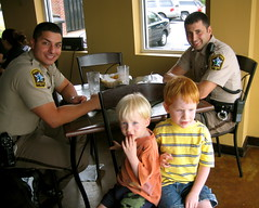 Jake & Joey meet 2 Policemen & are star struck