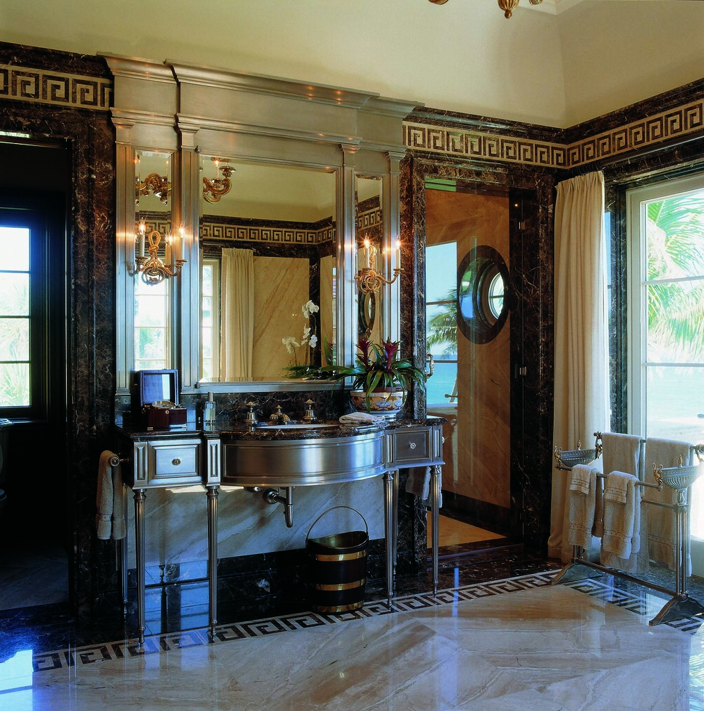 Bathroom in a Palm Beach residence (Photo: Fritz von der Schulenburg)