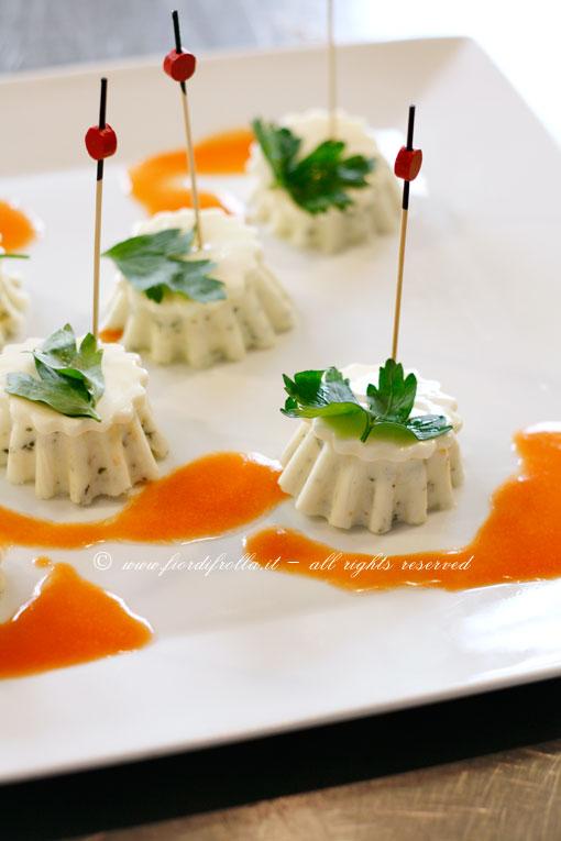 Flan alle erbe provenzali e sottilette Le Cremose con emulsione di pomodoro
