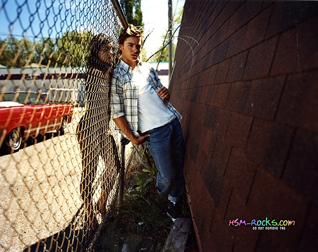 zanessa-zac-efron-and-vanessa-hudgens-6298452-650-515 by love him is all i want