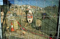 (-Antoine-) Tags: barcelona city spain construction october europe hole 2006 screen catalonia espana peek catalunya peeking espagne ville catalan barcelone trou octobre catalogne aperu antoinerouleau
