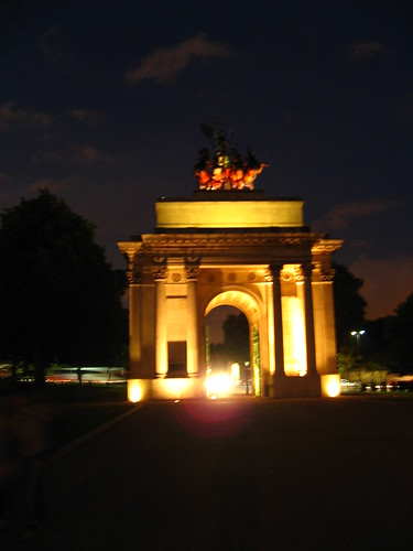Wellington Arch by night