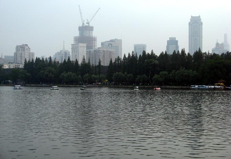 1076695681 75a3c19388 o 走走看看(四)    南京玄武湖灯展