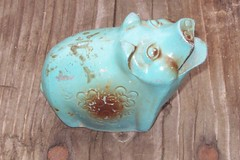 piggy bank (sparesomechange) Tags: piggy pig thrift oldbanks