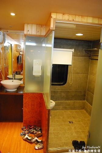 車內有設備完善的浴廁