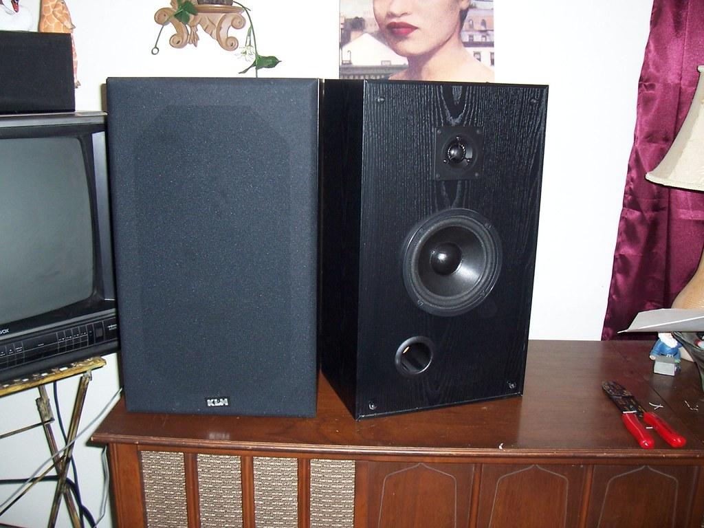 "6"" KLM Mini Tower Stereo Speakers"