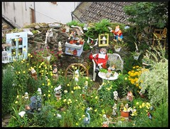 dana hilliot - valdom (Chaudes Aigues) (dana.hilliot) Tags: garden rawart jardin artbrut cantal