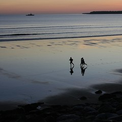 giving chase (limerickdoyle) Tags: ireland seascape beach atlantic chase countyclare westofireland irishlandscape lehinch canon400d boysonthebeach atlanticview lehinchbeach viewouttosea