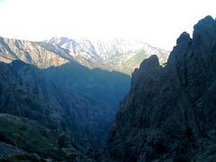 Depuis la grotte/cascade : lever de soleil sur la vallée supérieure du Fangu