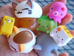 016-13 (mmrified) Tags: cute cat toy toys fridge kitten acrylic tofu kitty plastic refridgerator kawaii onsen neko kun manju plastictoys japanesetoys hannari wanroom dogfurniture hannaritofu onsenmanjukun takochu dogfridge wanroomdogfurniture nemuneko